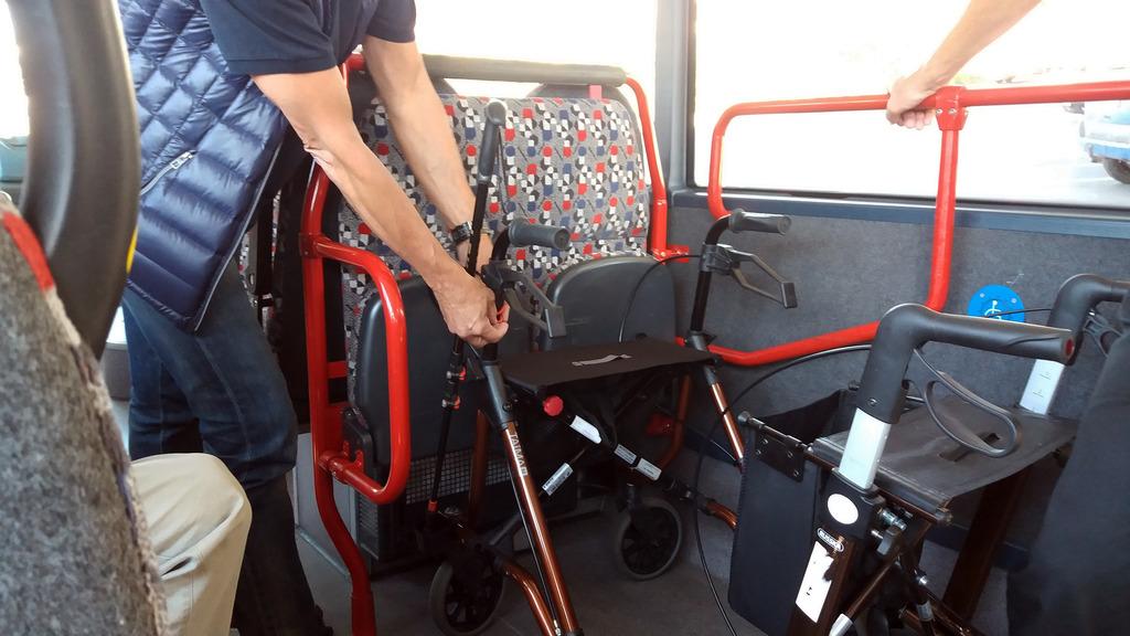 stadt osnabr ck mobil im alter tipps f r sicheres verhalten im bus und an der haltestelle. Black Bedroom Furniture Sets. Home Design Ideas
